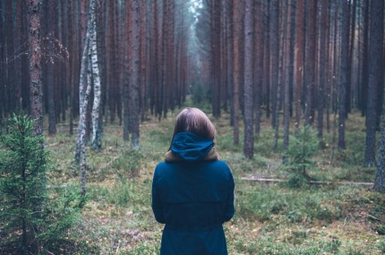 chica-bosque-pixabay.jpg