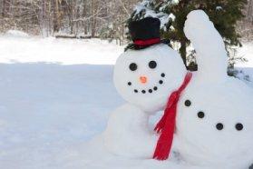 depositphotos_63716111-stock-photo-snowman-waving