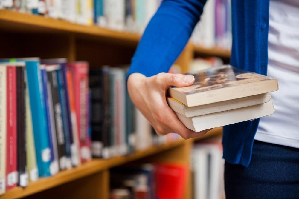 Hay-muchisimos-libros-en-las-bibliotecas-pero-solamente-unos-pocos-comparten-el-privilegio-de-ser-los-mas-prestados