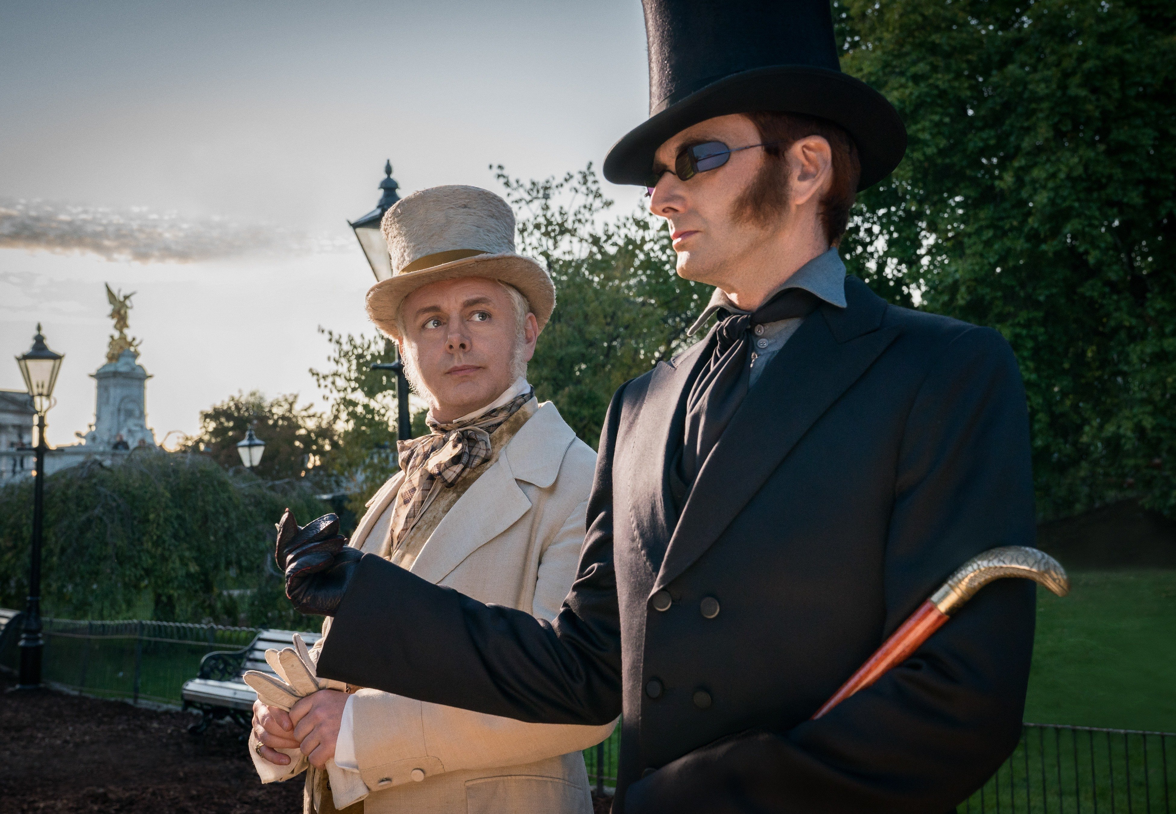 michael-sheen-as-the-angel-aziraphale-and-david-tennant-as-t_d4y1